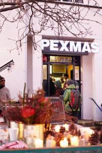 Pexmas Entrance